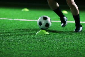 Exercițiu fotbal: 5 vs 2 cu trecere in 7 vs 4.
